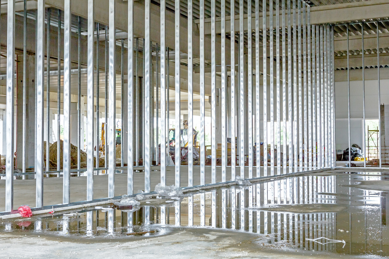 Frame made of galvanized steel joints for dividing wall